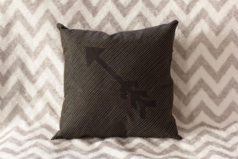 throw-pillow-arrow