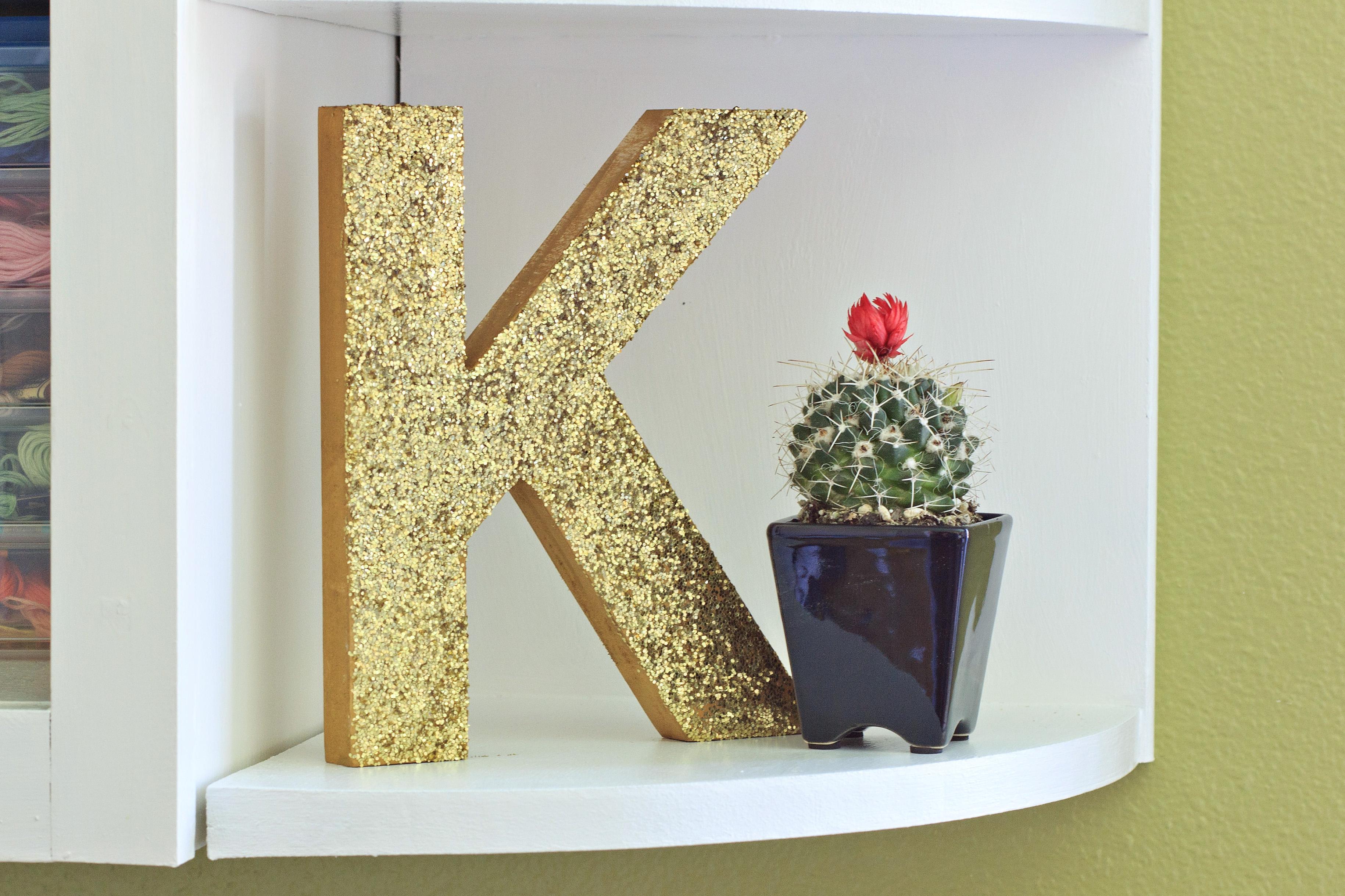 monogram-glitter-letter